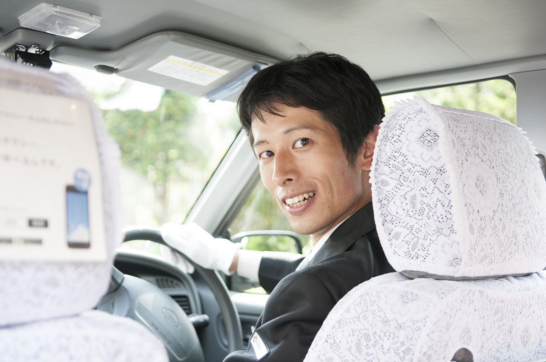 <未経験者でも3ヶ月40万円保障/独身寮完備>業界最大手グループ会社のタクシードライバー